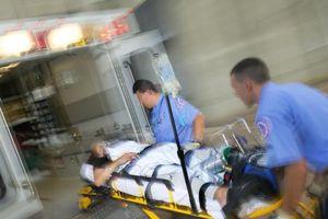Cấp cứu bé trai bại não bị xe tải cán đa chấn thương