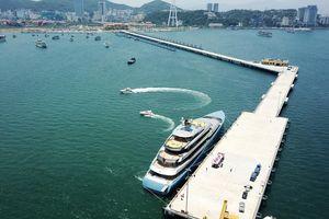 Du thuyền 150 triệu USD đưa tỷ phú Anh đến vịnh Hạ Long