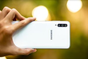 Galaxy A70 - smartphone màn hình lớn, pin khủng và nhiều hơn thế