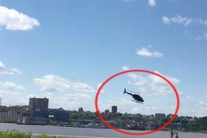 Trực thăng mất lái xoay vòng rồi lao thẳng xuống sông tại Mỹ