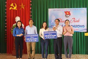 Tuổi trẻ Khối các cơ quan TP Hà Nội 'Chia sẻ yêu thương' tại quê Bác