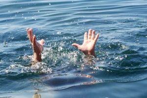 Ra đập nước câu cá, 2 anh em họ chết đuối