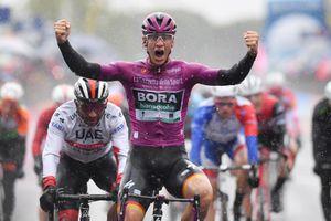 Giro d'Italia: Trên đường mưa, Ackermann giành chiến thắng thứ 2, củng cố vị thế Áo tím