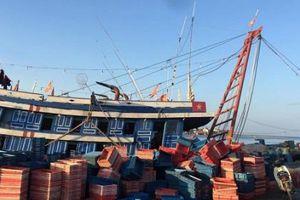 Quảng Bình: Kịp thời cứu 4 ngư dân bị ngộ độc khí trên tàu cá