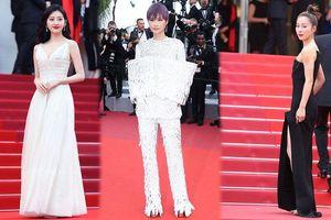 'Thuốc độc phòng vé' Cảnh Điềm phô ngực đầy trên thảm đỏ Cannes