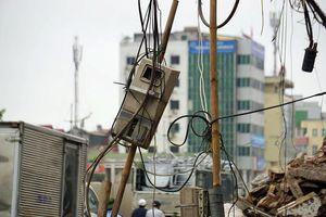 Ổ điện kiểu 'mạng nhện' trên tuyến đường nghìn tỷ Phạm Văn Đồng