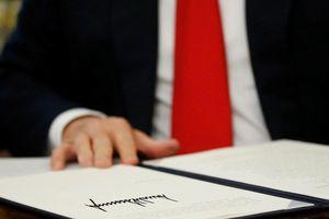 TT Trump ký sắc lệnh 'cấm cửa' Huawei vào thị trường Mỹ