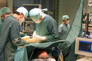 Keo sinh học giúp vết thương nội tạng ngừng chảy máu trong chốc lát