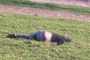 Hà Nội: Tá hỏa phát hiện người đàn ông tử vong bên triền đê, nghi bị sát hại lập hiện trường giả