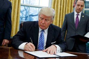 Ông Donald Trump ký lệnh cấm nhằm vào Huawei và ZTE, Bắc Kinh nổi xung