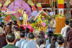 Hàng ngàn Phật tử tham dự lễ Phật đản tại huyện Bù Đăng