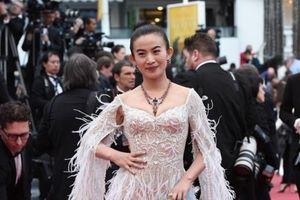 Ăn diện chặt chém pose dáng lố giờ, không chỉ sao hạng bét, cả Lý Băng Băng cũng bị đuổi khéo ở Cannes