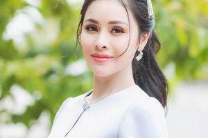 Thư Dung lên tiếng về hình ảnh mặc trang phục xuyên thấu đi lễ chùa