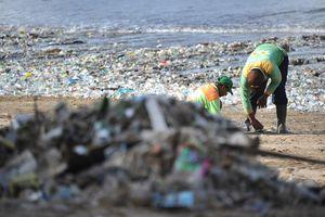 Thiên đường du lịch Bali trong tình trạng báo động vì biển rác