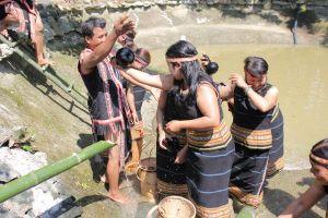 Tâm thức về nước qua lễ cúng nước giọt của người Jrai: Nơi nào có nước nơi đó có sự sống con người (Bài 1)