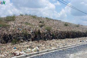 Hàng trăm hộ dân bức xúc vì phải gánh chịu 2 bãi rác 'khủng' ở Bến Tre
