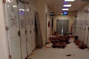 Mexico: Tới nhà xác nhận người thân, nhiều người choáng váng cảnh thi thể chất đống dưới sàn