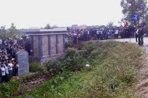 Hà Nội: Nam thanh niên chết gục bất thường trên triền đê