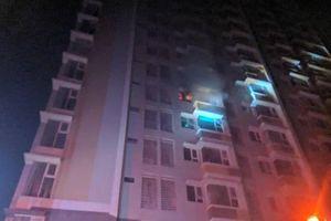 Cháy chung cư Flora Anh Đào ở quận 9, dân chạy trong đêm