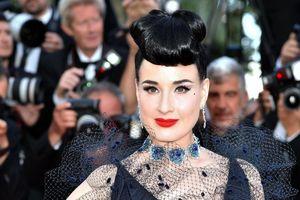 'Nữ hoàng thoát y' Dita Von Teese mặc đẳng cấp trên thảm đỏ Cannes