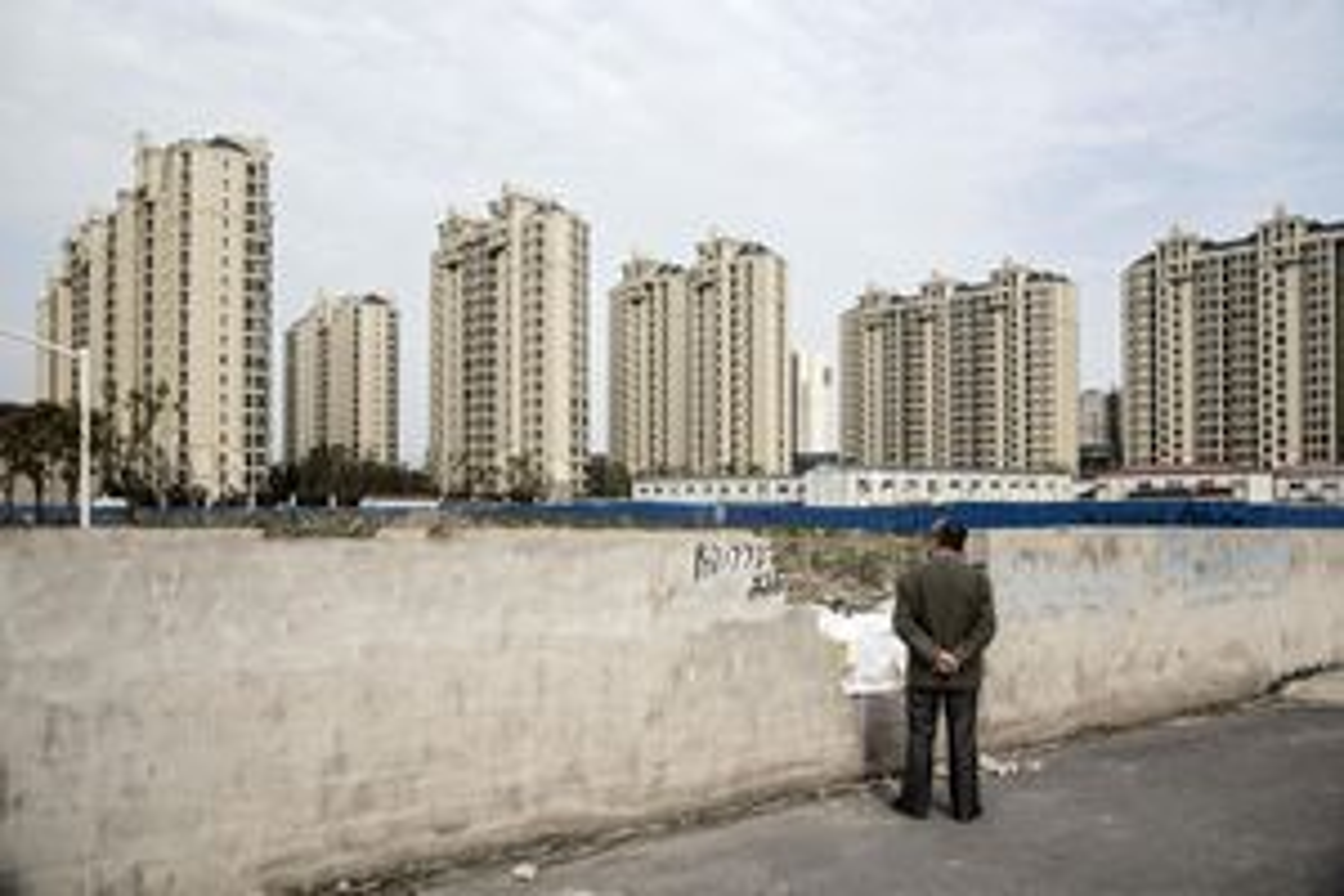 Giá nhà Thượng Hải đắt đến nỗi 'trúng xổ số mới mua nổi'