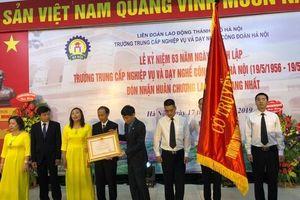 Trường TC Nghiệp vụ và dạy nghề CĐHN nhận Huân chương LĐ Hạng nhất