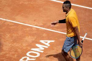 Đập vợt, quăng ghế ra giữa sân, Kyrgios nói: 'Bị cảm xúc lấn áp'