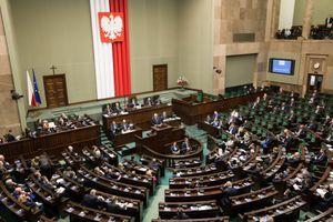 Ba Lan tăng hình phạt tội phạm ấu dâm lên 30 năm tù