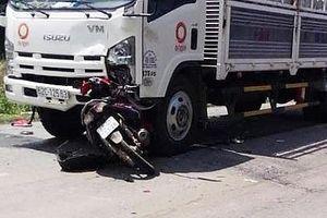Va chạm với xe tải, học sinh lớp 11 tử vong trên đường đi thăm bố