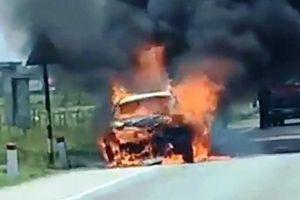 Ô tô bốc cháy dữ dội trên đường đi bảo dưỡng