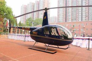 Lái trực thăng đưa con trai đi học, ông bố lên tiếng một điều khiến ai cũng bất ngờ