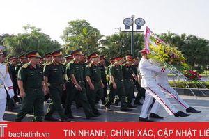 Cán bộ, chiến sỹ LLVT Hà Tĩnh dâng hương tưởng niệm Chủ tịch Hồ Chí Minh