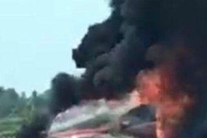 Ô tô Ford Ecosport đang chạy bỗng bốc cháy dữ dội