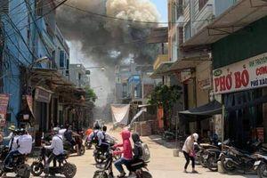Hà Nội: Xưởng mộc cháy ngùn ngụt giữa trưa nắng gay gắt