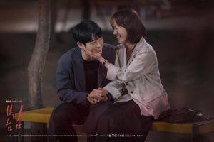 Giữa tin So Ji Sub hẹn hò, Han Ji Min thân mật với Jung Hae In trong poster mới của 'One Spring Night'