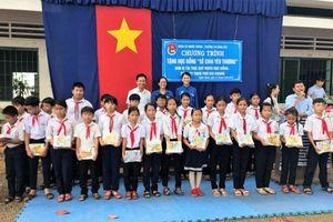Trao 80 suất học bổng cho học sinh nghèo vượt khó trên địa bàn xã Nghĩa Thành, huyện Châu Đức