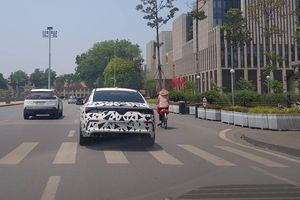 Che mà như khoe, VinFast LUX A2.0 'bị bắt gặp' đang dạo phố Hà Nội