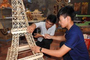 An Giang: Trai làng 9X kiếm bộn tiền nhờ... que tăm