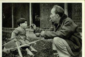 Bưu thiếp ảnh về Chủ tịch Hồ Chí Minh - kỷ vật lưu giữ của cán bộ đi B