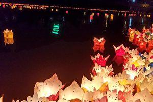 Hoa đăng lung linh trên sông Kỳ Cùng chào đón lễ Phật đản