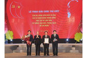 Trao giải cuộc thi viết về học tập và làm theo tư tưởng, đạo đức, phong cách Hồ Chí Minh