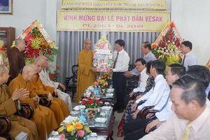 Lãnh đạo thành phố chúc mừng Đại lễ Phật đản