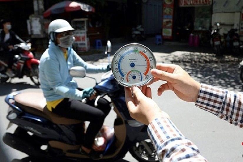 Hà Nội nắng chói chang, nhiệt độ có thể lên tới 48°C