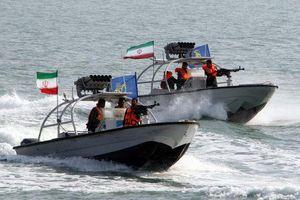 Bị Mỹ 'tố' trang bị tên lửa trên tàu, Iran phản pháo