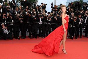 Màn 'chặt chém' váy áo hở táo bạo của dàn mẫu trên thảm đỏ Cannes ngày 4
