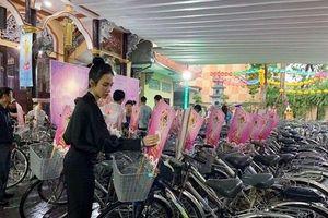 Angela Phương Trinh đẹp giản dị trong ngày lễ Phật Đản