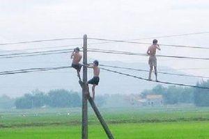 4 cháu bé bị điện giật khi tắm ao ở Sơn La