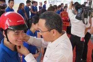 Phát động chương trình tặng 20.000 mũ bảo hiểm