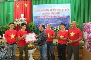 Hiệp hội hoa Đà Lạt gửi giống rau, hoa ra tặng quân dân Trường Sa