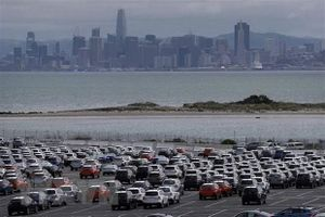 EU hoan nghênh quyết định hoãn tăng thuế ô tô của Mỹ